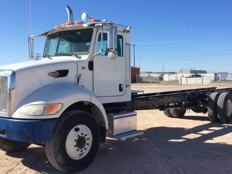2007 Peterbilt 335 - Lot #68, Odessa, TX Equipment Auction, 10/31