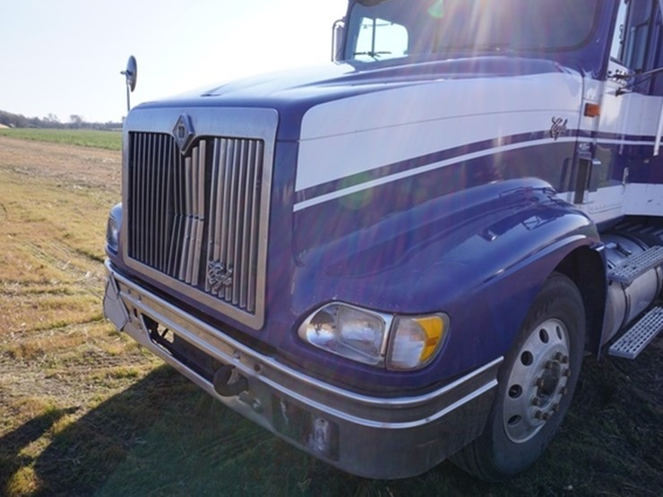 1998 international 9400 eagle lot eastern nebraskas large late 1998 international eagle 9400 triple axle grain truck vin 2hsfhaer8wc053506 cummins n14 diesel engine spicer 10 speed manual transmission 867838 miles sciox Choice Image