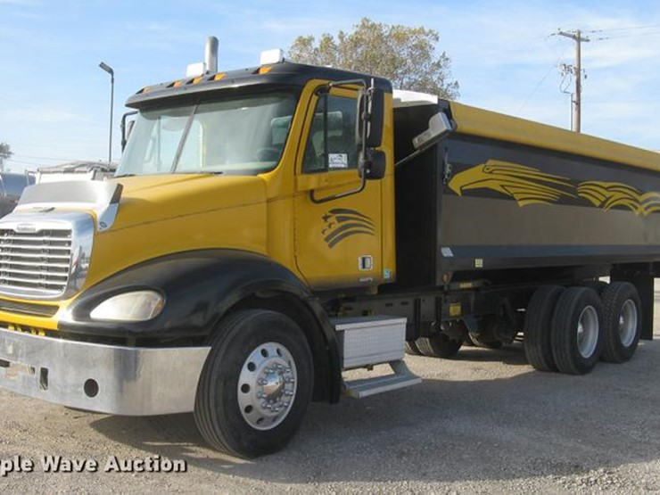 2004 Freightliner Columbia - Lot #DC2454, Online Only Truck