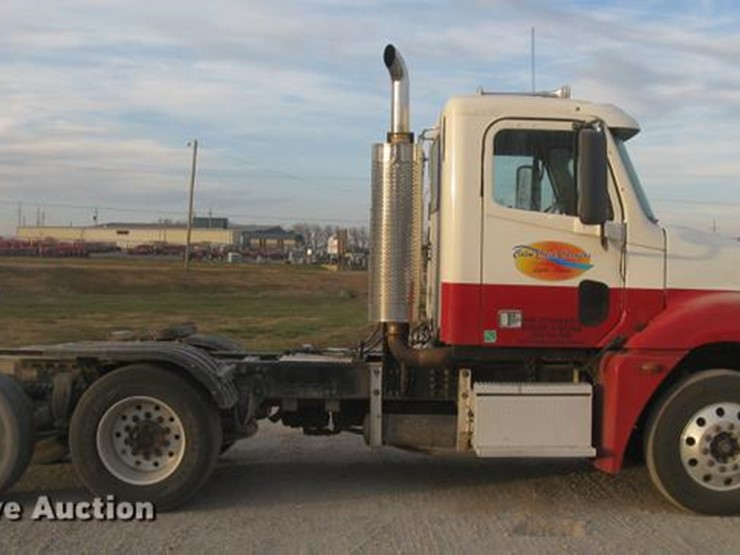 2005 Freightliner Columbia - Lot #DC2449, Online Only Truck
