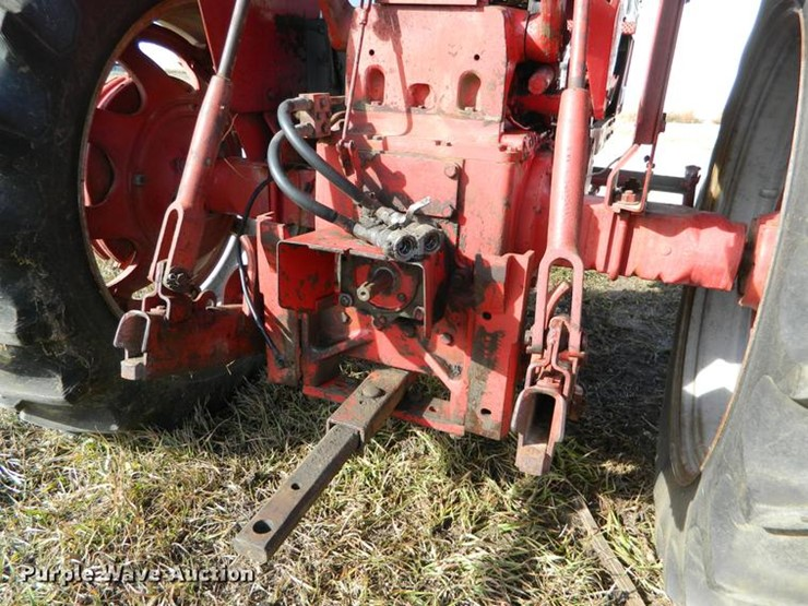 International 656 Seat : International farmall lot db online only