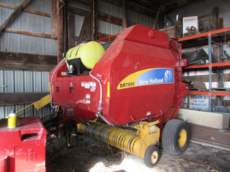 2013 New Holland BR7090 - Lot #399, Online Only Equipment Auction, 2