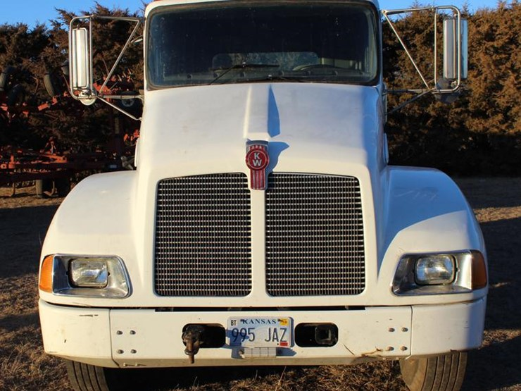 2004 Kenworth T300 - Lot #DC7736, Online Only Ag Equipment Auction