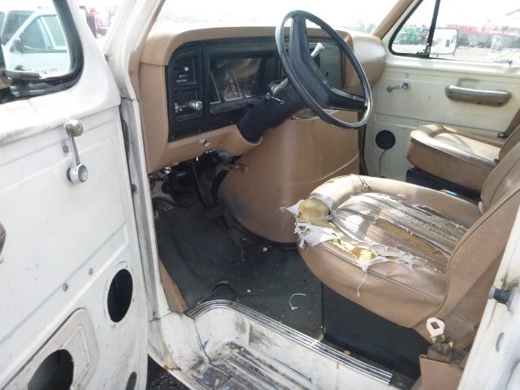 1983 Ford Econoline - Lot #6605, Equipment & Vehicle Auction