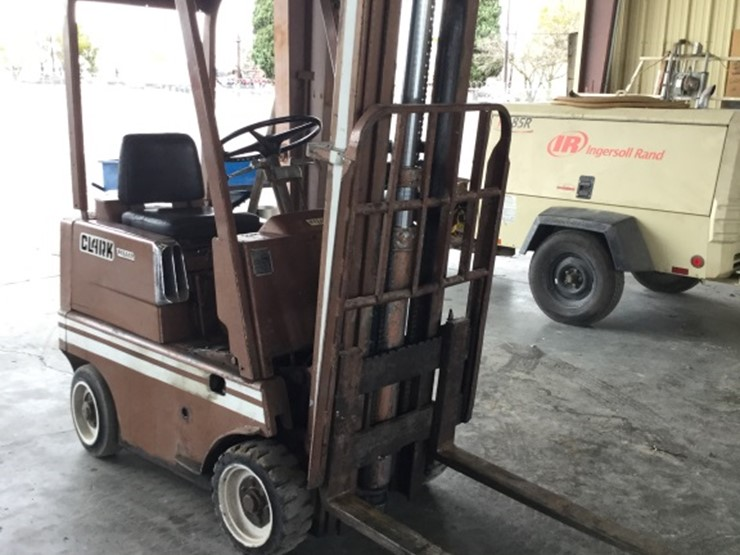 CLARK C25B 2500LB Capacity Slab Forklift, Gas - Lot #71