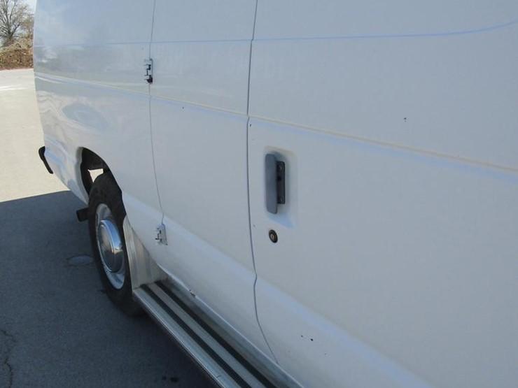 1995 ford econoline e250 van, 121,801 miles on odometer, 5 8l v8 ohv 16v  gas engine, automatic transmission, ac and heat, am/fm, cloth interior,