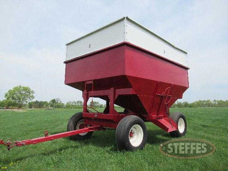 Gravity Box Lot 18 Farm Equipment Auction 6 21 2018 Steffes