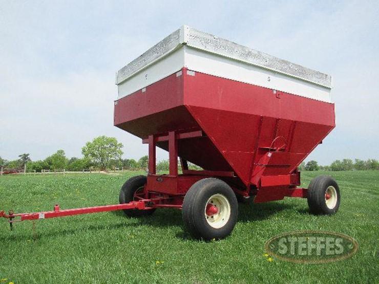 M W Gravity Box Lot 14 Farm Equipment Auction 6 21 2018