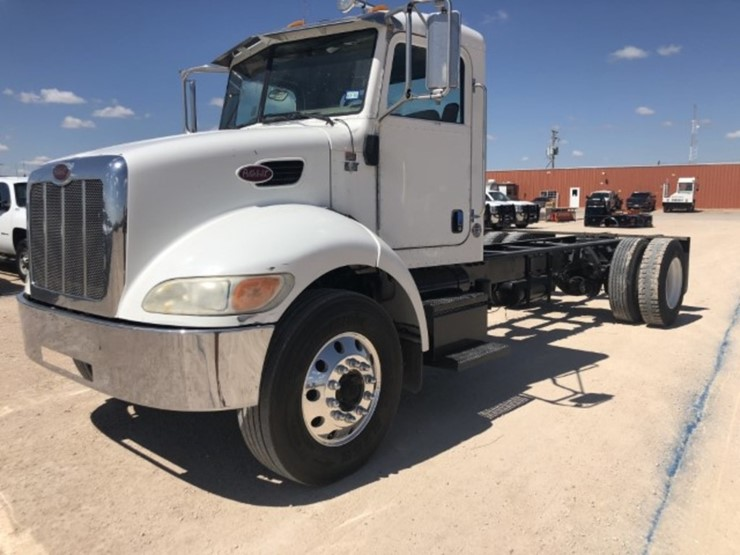 2006 Peterbilt 335 - Lot #94, Sizzlin Summer Sale, 6/26/2018