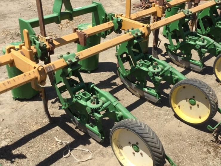 John Deere 3 Pt 6 Row 71 Planter Bar Lot 37a Online Only