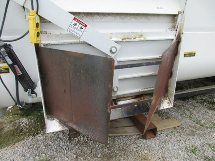 Roto Mix Feed Mixer - Lot #34, Online Only Equipment Auction, 7/10