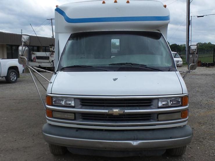ef6350fd12 2000 Chevrolet Express G3500 - Lot  DP9507