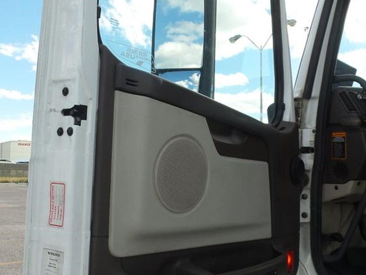 2012 Volvo VNL - Lot #DF4274, Online Only Truck and Trailer