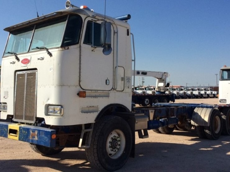 2002 Peterbilt 362 - Lot #2067, Equipment Auction, 9/11/2018