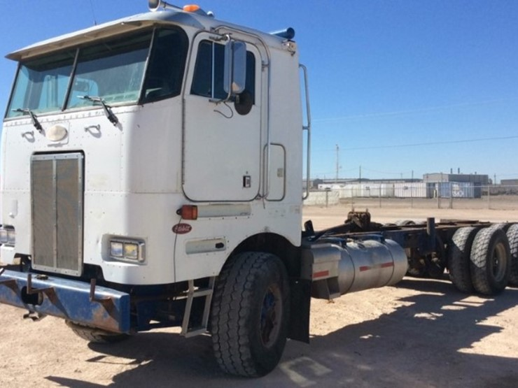 2001 Peterbilt 362 - Lot #2066, Equipment Auction, 9/11/2018