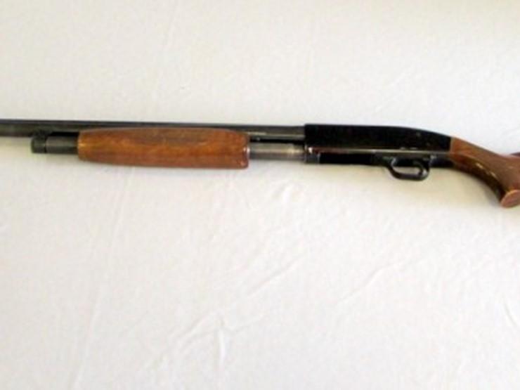 new haven mossberg 12 gauge pump shotgun lot e 899 online only