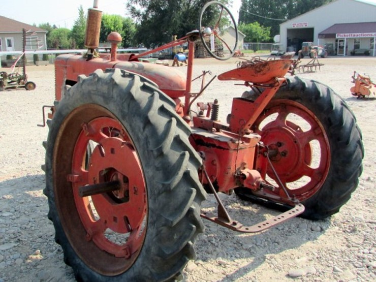 1939 Farmall H Tractor - Lot #E-200, ONLINE ONLY EQUIPMENT