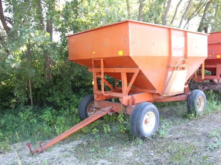 Huskee Model 225 Gravity Box With Huskee Lot 119 Farm Equipment