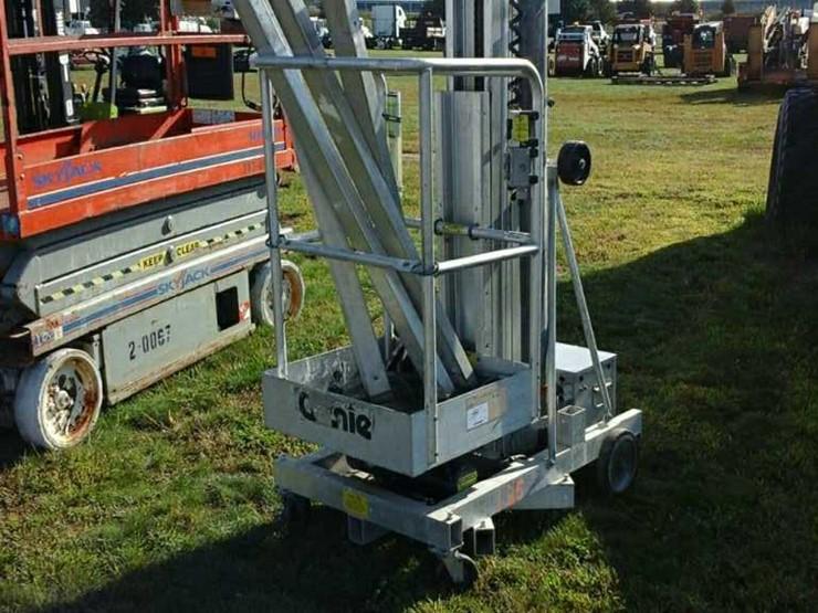 Genie Single Man Scissor Lift - Lot #13501, Heavy Equipment