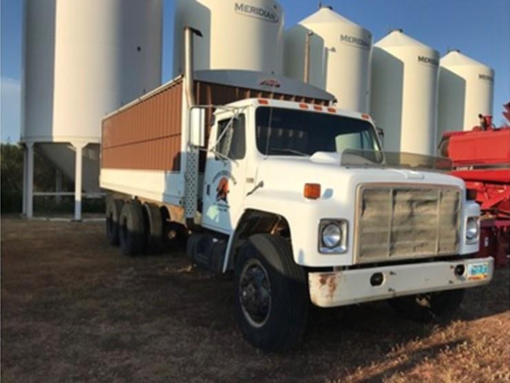 1989 International S1900 - Lot #49, Farm Equipment Auction