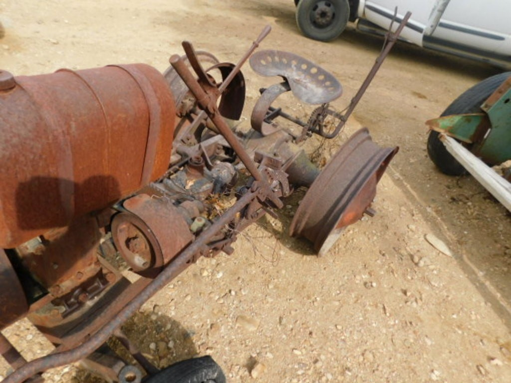 GIBSON GARDEN TRACTOR - Lot #9016, Online Only Equipment Auction, 9 ...