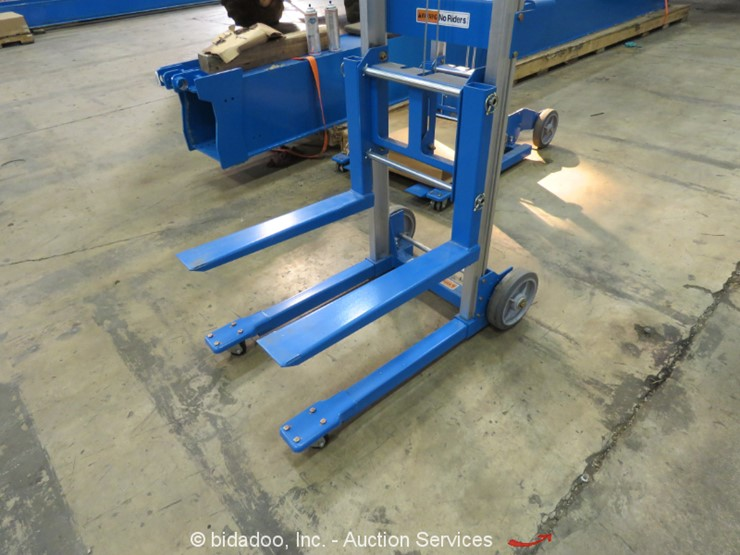 2017 Genie GL-4 - Lot #, Online Only Equipment Auction, 11/15/2018