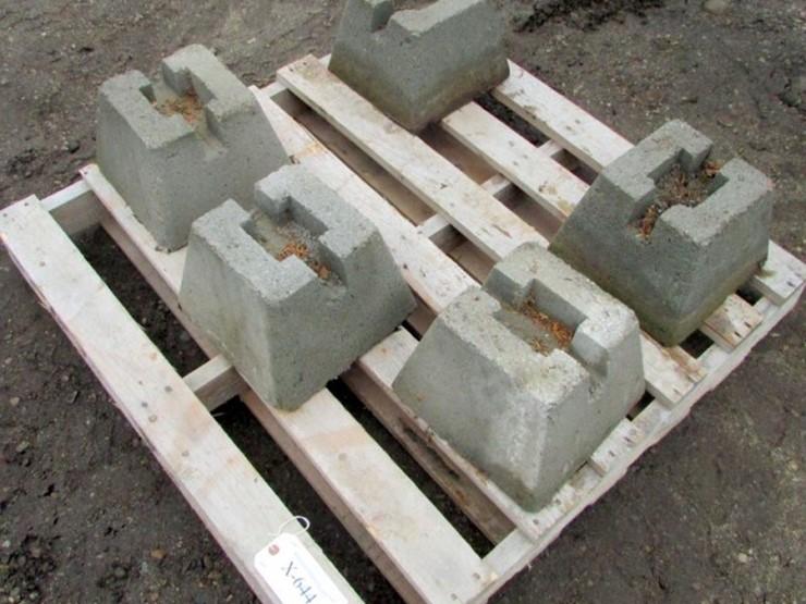Pier Blocks (5)   Pickett Auction Service - Lot #X-644