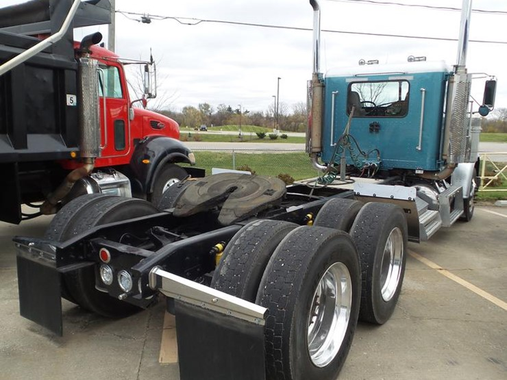 2001 Freightliner Classic - Lot #L5706, Online Only Truck and