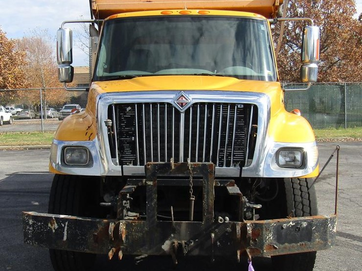 2002 International 7400 - Lot #DE5906, Online Only Government