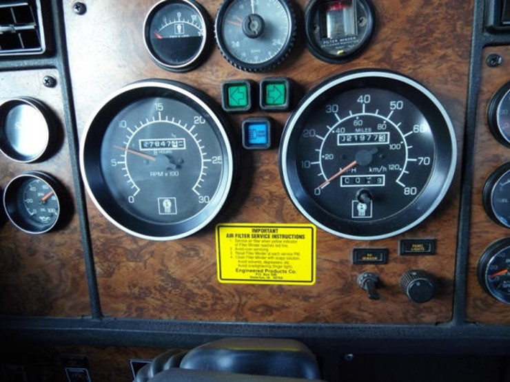 1999 Kenworth T800 - Lot #378, Online Only Equipment Auction
