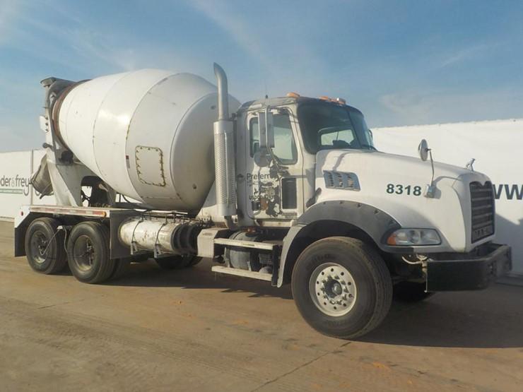 Mack CT700 Tandem Axle Rear Discharge Mixer c/w A/C, Mack Diesel