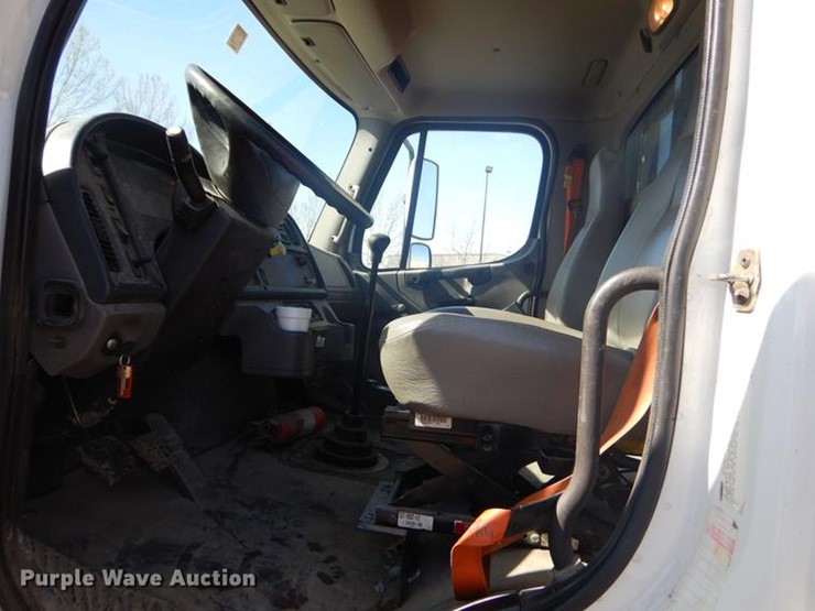 2007 Freightliner M2 - Lot #FQ9570, Online Only Vehicle and