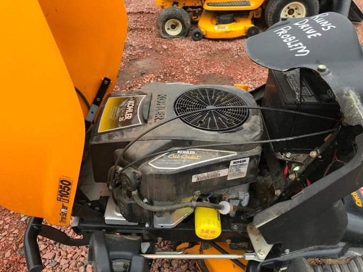 Cub Cadet I1050 - Lot #217, RIESTERER & SCHNELL 21ST ANNUAL LAWN