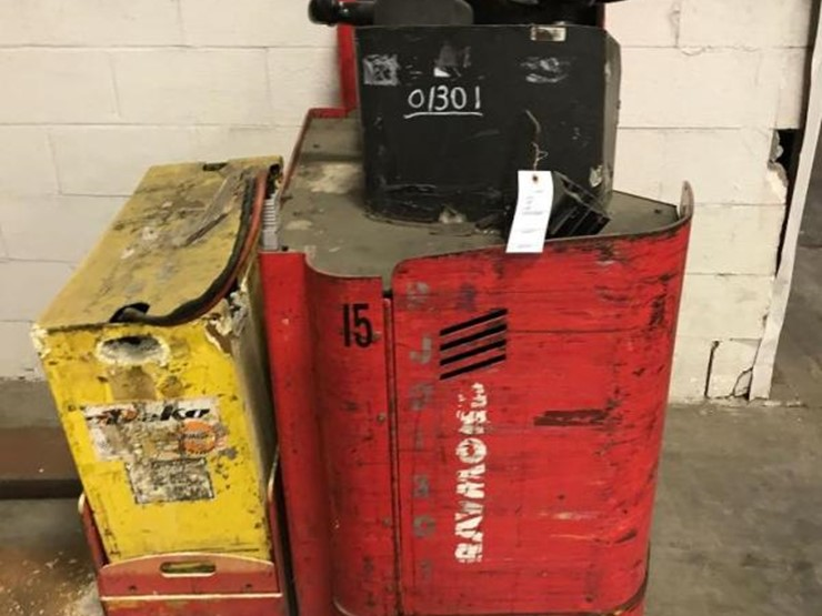 RAYMOND 8900 ELECTRIC PALLET TRUCK FORKLIFT - Lot #31, Online