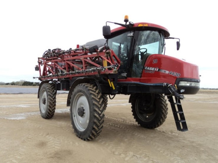2014 Case Ih PATRIOT 4430 - Lot #35, Online Only Equipment