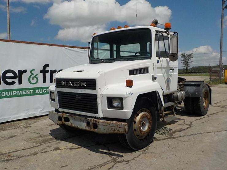 Mack CS300 Single Axle Truck Tractor c/w Diesel Engine, Manual