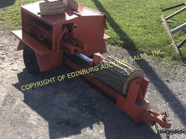 HUSS LOG SPLITTER WITH BRIGGS AND STRATTON 16HP Lot 2012